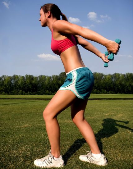 woman-was-standing-on-the-grass-at-a-running-track-warming-up-428×544